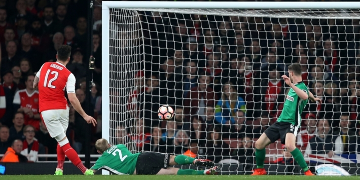 Arsenal neemt na rust afstand van vijfdeklasser Lincoln