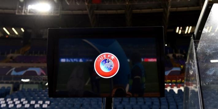 Ajax loopt supporters op Anfield tegen Liverpool nét mis