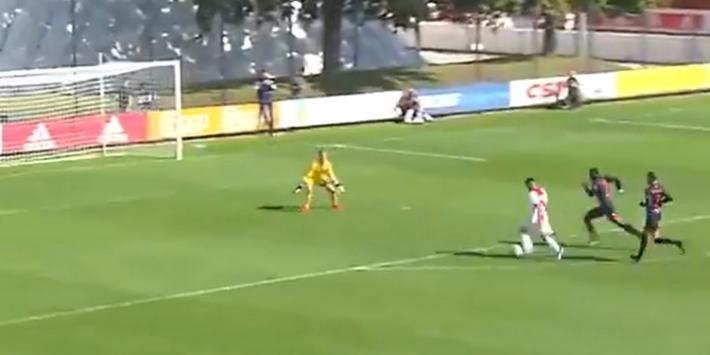 Video: Ünüvar (16) tovert en scoort fraaie treffer bij Ajax O19