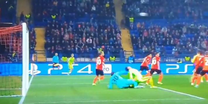 Video: Shakhtar-keeper veroorzaakt onbegrijpelijke penalty
