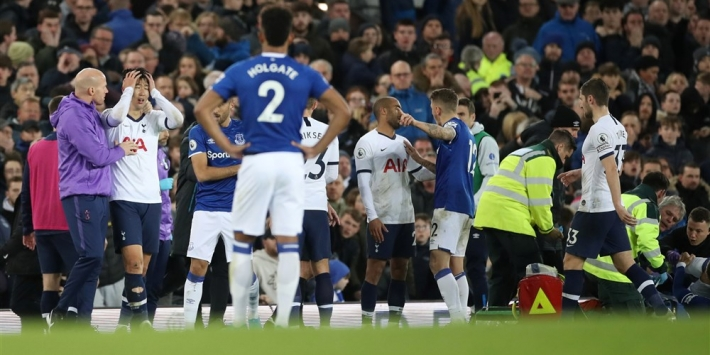 Everton-middenvelder Gomes naar huis na succesvolle operatie