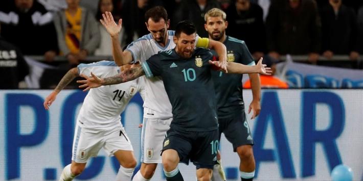 Argentinië en Uruguay spelen gelijk door late goal Messi
