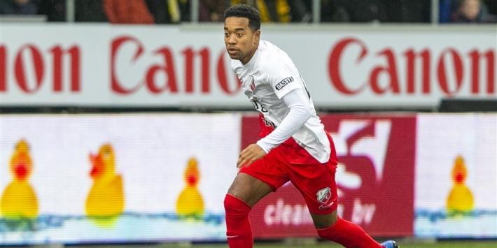 Utrecht met Emanuelson als centrale verdediger tegen Go Ahead