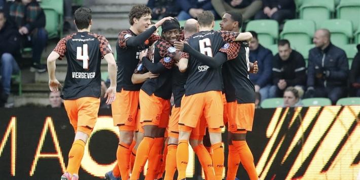 PSV zet opmars voort dankzij Dumfries, maar spel houdt niet over