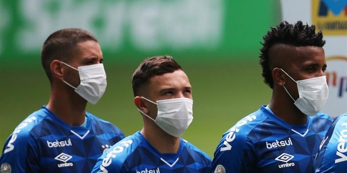 Brazilië zwicht voor protesten, Australië voetbalt door
