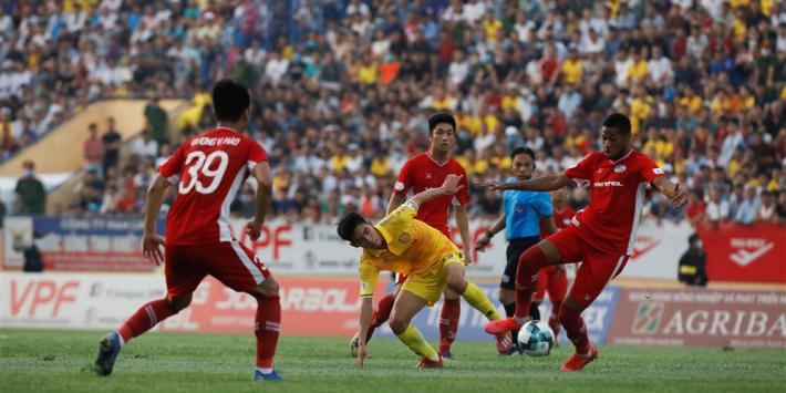 Vietnamese competitie hervat met duizenden mensen in stadion
