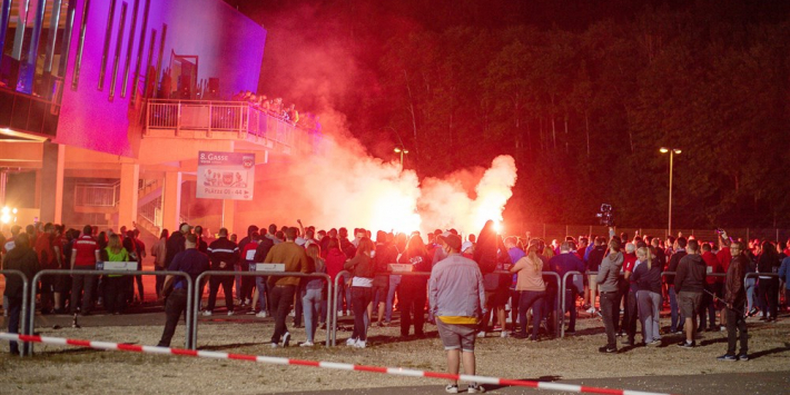 Spelersbus Werder Bremen aangevallen door fans FC Heidenheim