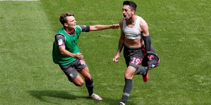 Koploper Leeds United wint kraker en doet Swansea veel pijn