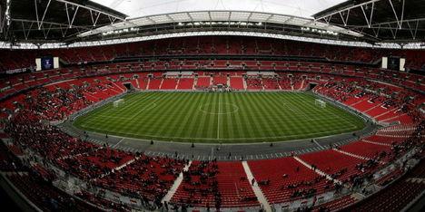 Bekritiseerde grasmat in Wembley vervangen