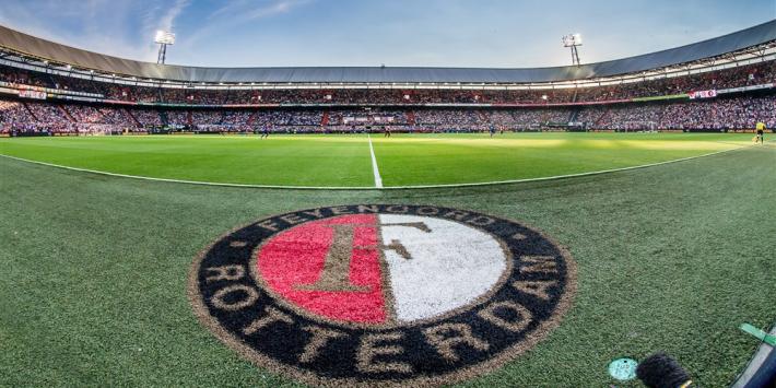 Spelersbus Feyenoord lekke band: bus Wolfsberger schiet te hulp