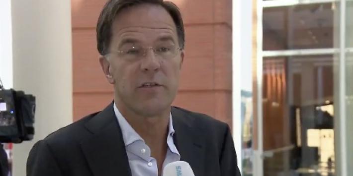 Video: Rutte vindt dat voetbalfans 'hun bek moeten houden'