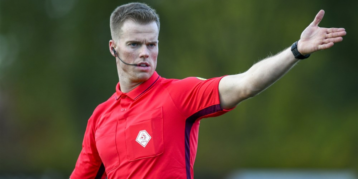 "25-jarige arbiter maakt debuut in Eredivisie: ""Gezonde spanning"""