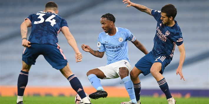 Goal Sterling helpt Manchester City in topper langs Arsenal