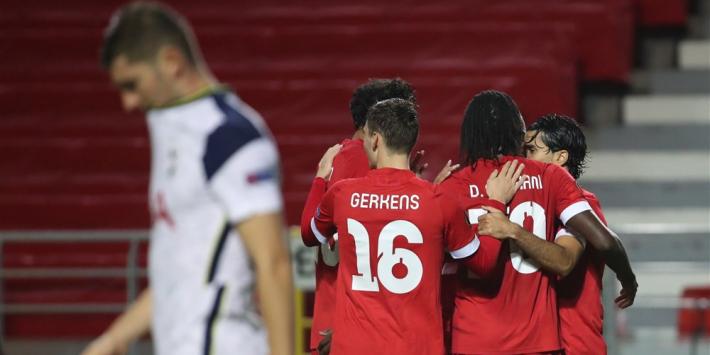 Tottenham verliest met Bergwijn, zege Leicester en hattrick Manu