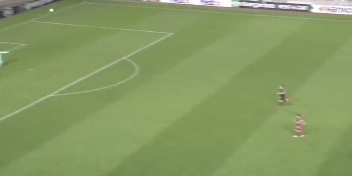 Video: PSV op achterstand door goal vanaf eigen helft!