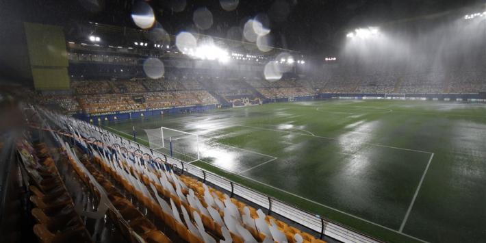 Veld wordt zwembad, maar wedstrijd Villarreal gaat gewoon door