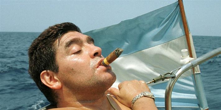Media-overzicht: 'Maradona verloor zijn eigen joystick'