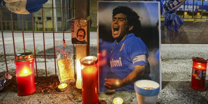 Lichaam Maradona onder grote belangstelling naar paleis