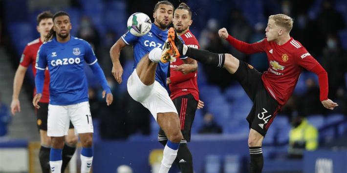 United wint omstreden van Everton, ook Spurs naar halve finale