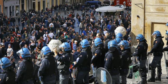 Feyenoord-fans veroordeeld tot celstraf voor rellen in Rome