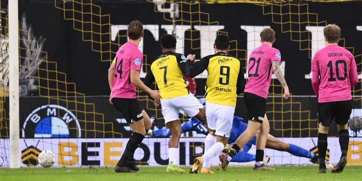 """Spelersbus FC Utrecht opgewacht na verlies: """"Het is menens"""""""