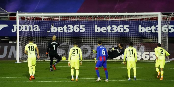 Atlético rekent dankzij Suárez af met scorende doelman