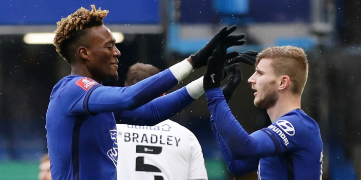 Abraham bezorgt Chelsea zege, Leicester na rust langs Brentford