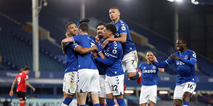 Everton blijft in race voor Champions League na zege