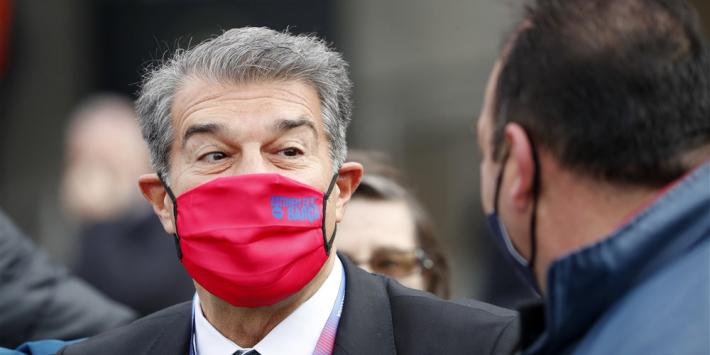 Kersvers Barça-voorzitter Laporta laat gezicht zien op training