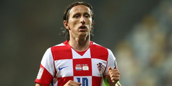 Recordinternational Modric in tranen na eerbetoon ploeggenoten