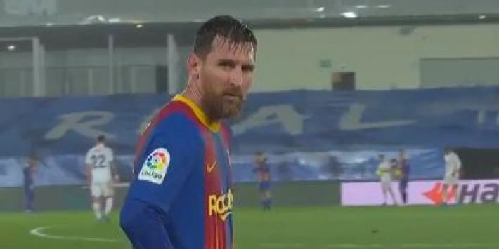 Video: rillende Messi vraagt om nieuw shirt in de regen