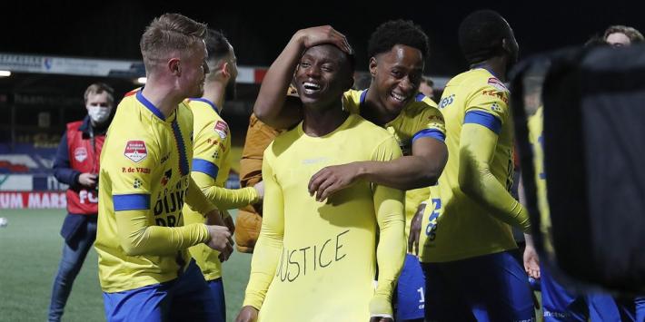 """Kallon toont 'justice'-shirt: """"Vorig seizoen werden we niet beloond"""""""