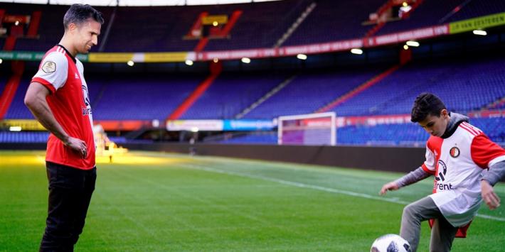 Feyenoord bevestigt: Van Persie gaat eigen zoon trainen