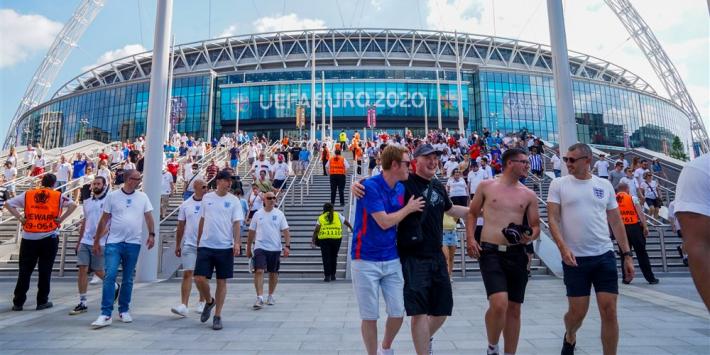 Ongeregeldheden rond EK-finale komen Engeland duur te staan