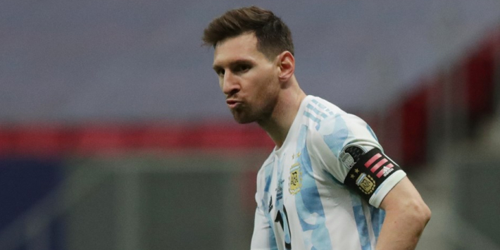 Hattrickheld Messi passeert Pelé en kan tranen niet bedwingen