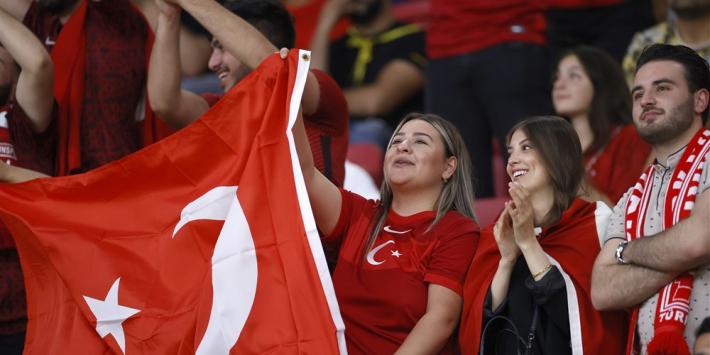 Noren blijven in spoor Oranje; Turkije wint in minuut 98