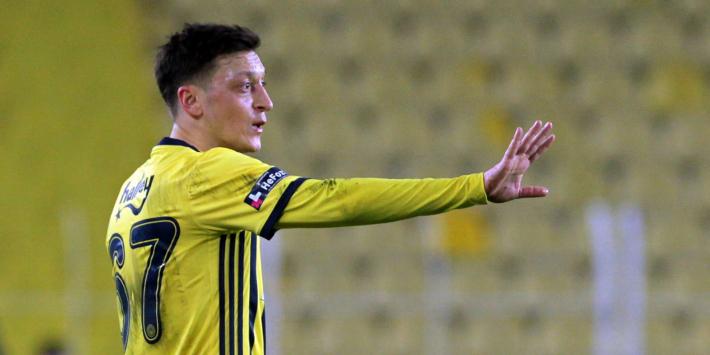 'Ontevreden Özil denkt al na over vertrek bij Fenerbahçe'
