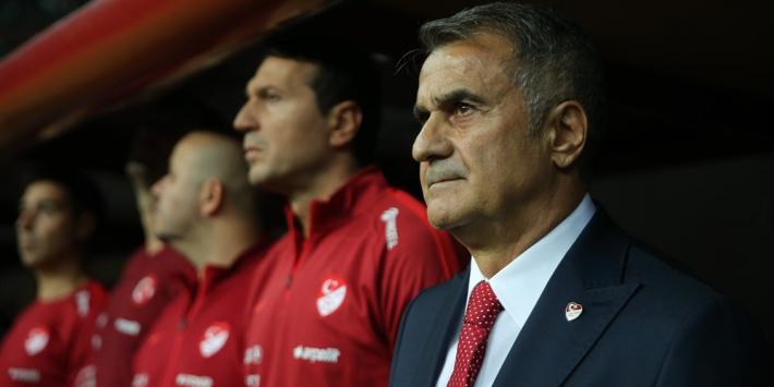 Turken zetten bondscoach op straat na blamage tegen Oranje