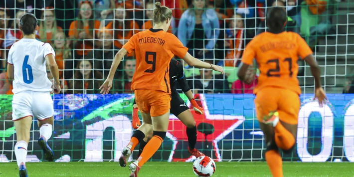 Oranje Leeuwinnen houden slechts punt over aan debuut Parsons
