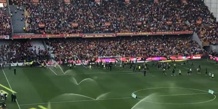 Chaos in Frankrijk: opnieuw veldbestorming tijdens derby