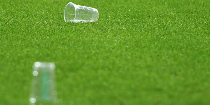 KNVB waarschuwt biergooiers: 'Jarenlang stadionverbod'