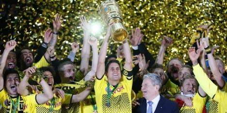 Dortmund grijpt eerste dubbel in spektakel