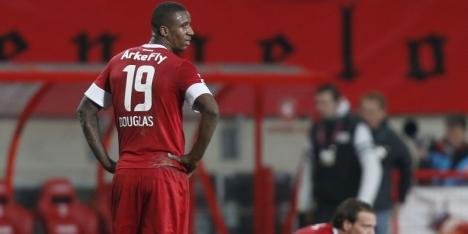 Douglas disciplinair geschorst bij FC Twente
