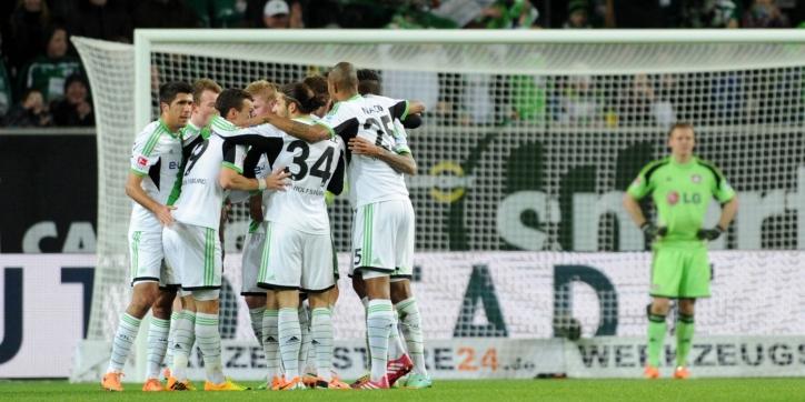 Wolfsburg grijpt tweede plaats zonder bankzitter Dost