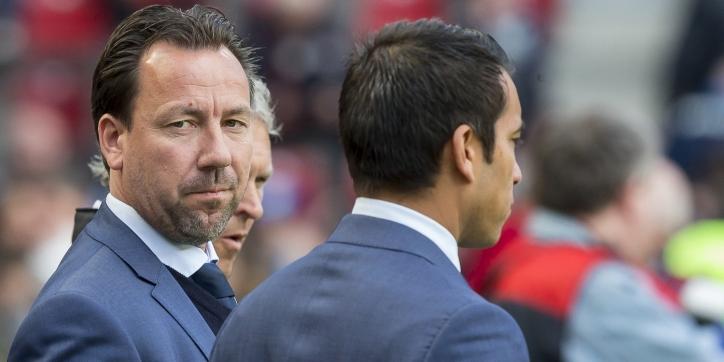 Video: Feyenoord neemt afscheid van ontslagen assistenten