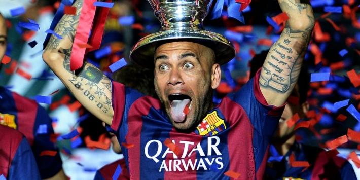 Dani Alves haalt stevig uit naar clubleiding Barcelona