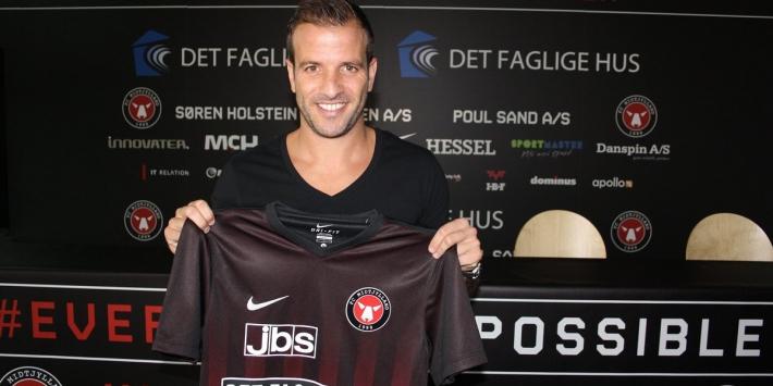 Invaller Van der Vaart uitgeschakeld met Midtjylland