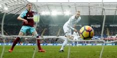 Van der Hoorn helpt Swansea, Tottenham langs Huddersfield