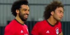 Video: Salah vindt gaatje en scoort vanuit hoekschop