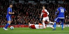 Weergaloze Özil dirigeert Arsenal naar tiende zege op rij